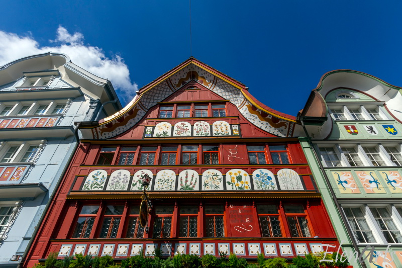 appenzell_houses_tradition_facade_red_close_day_Lr_better_logo